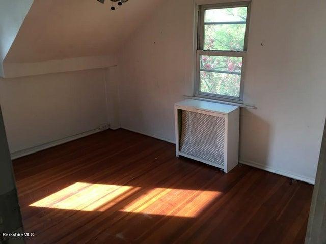 251-314409 Left Unit Bedroom 4