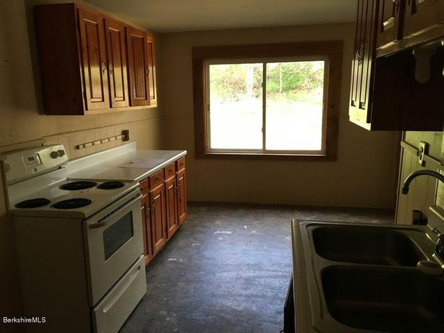 251-314409 Right Unit Kitchen