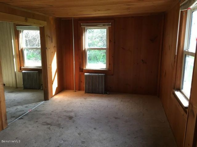 251-314409 Right Unit Living Room