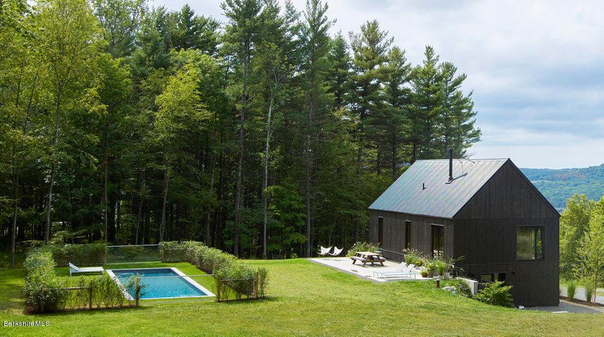 90 Overlook Dr, Hillsdale, NY 12529