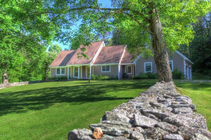 A rural contemporary farmhouse on more than 10 acres