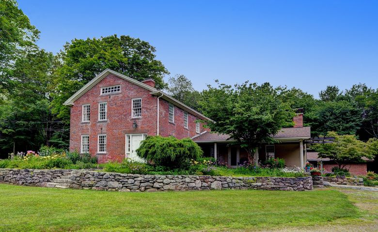 617 Rivers Rd, Tolland, MA 01034