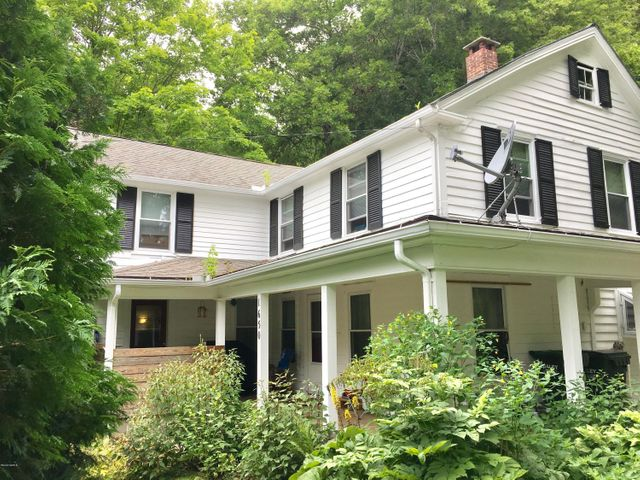 """Updated 1800's Lee Farmhouse is a wonderful place to cal l""""home""""."""