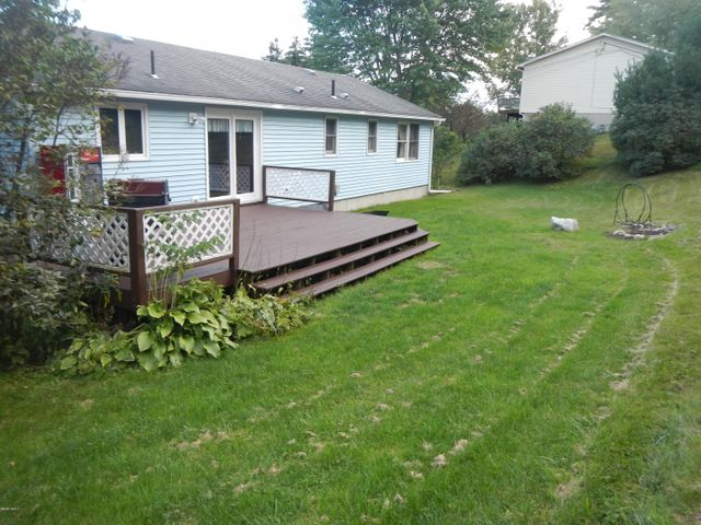 Deck/yard