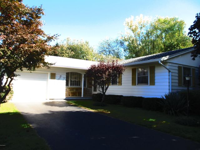 88 Pleasantview Dr, Dalton, MA 01226