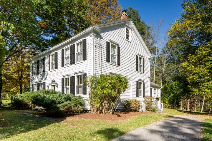 44 Interlaken Rd, Stockbridge, MA 01262