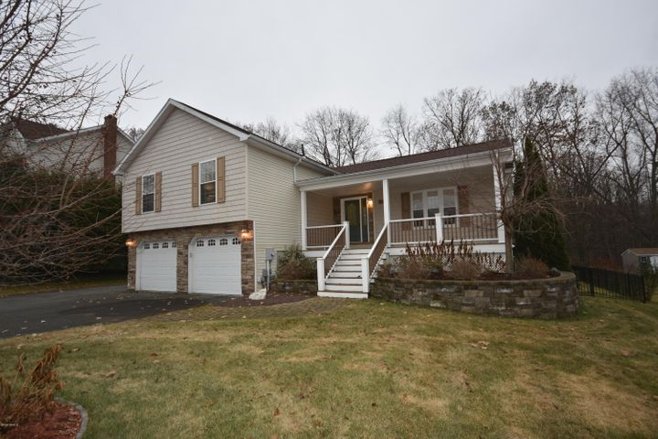 18 Faucett Ln, Pittsfield, MA 01201