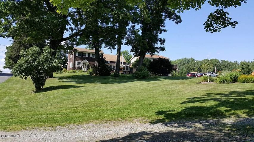 9 Castle Hill Rd, Stockbridge, MA 01262