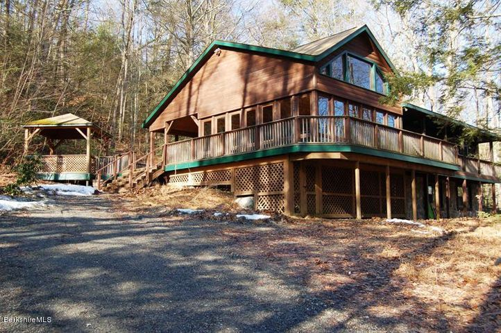 6 Blue Hill Ln, Great Barrington, MA 01230