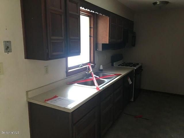 251-392608 Kitchen 2