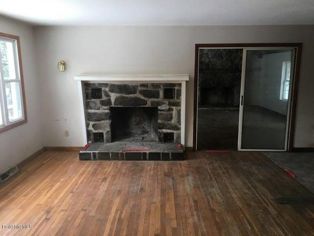 251-392608 Living Room 3