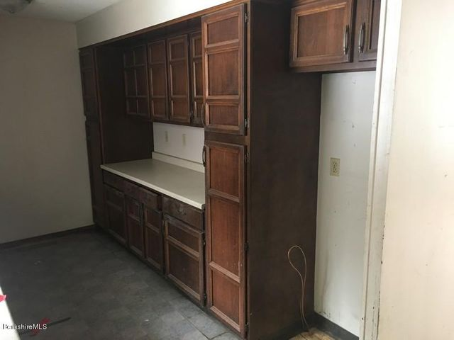 251-392608 Kitchen 1
