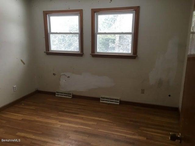 251-392608 Bedroom 1