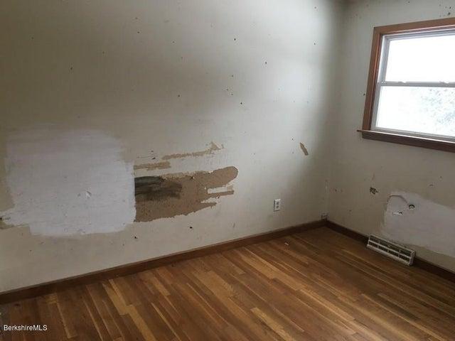 251-392608 Bedroom 2