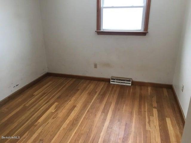 251-392608 Bedroom 5