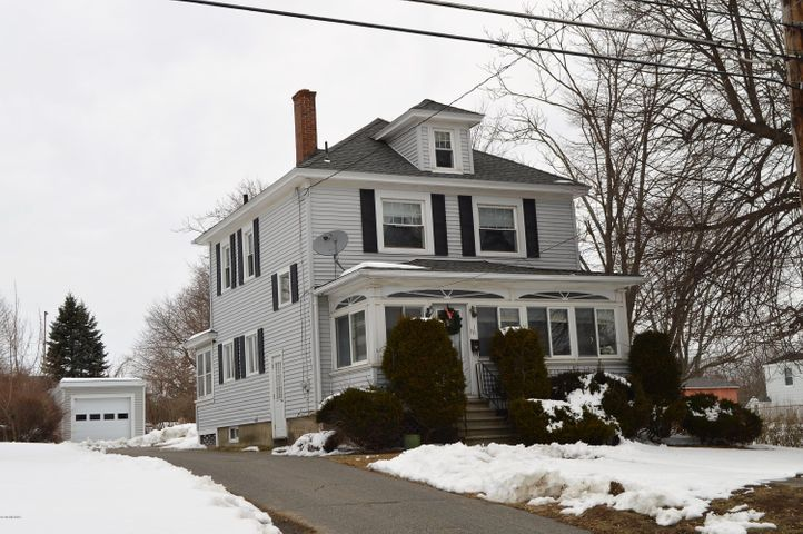 18 Lakeway Dr, Pittsfield, MA 01201