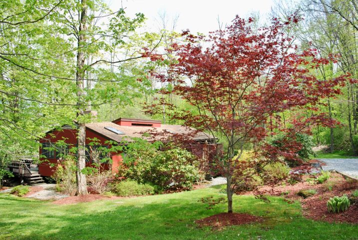 1 Mohigan Rd, Stockbridge, MA 01262