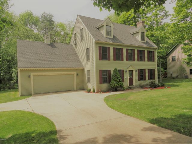 30 Sleepy Hollow Dr, Dalton, MA 01226