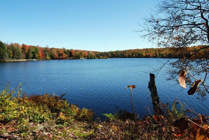 382 Pond View Rd, Grafton, NY 12082