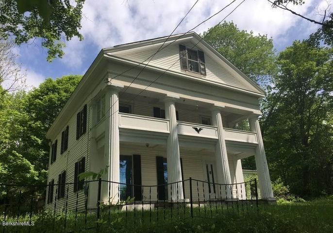 469 Maple St, Hinsdale, MA 01235