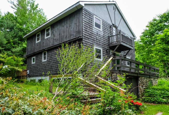 9 Needle Ln, Becket, MA 01223
