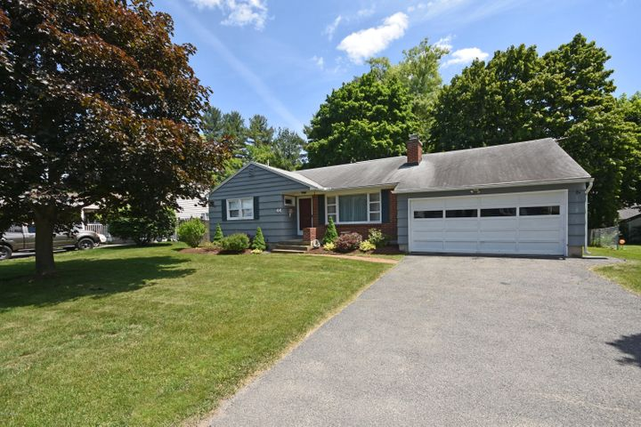 44 Saratoga Dr, Pittsfield, MA 01201