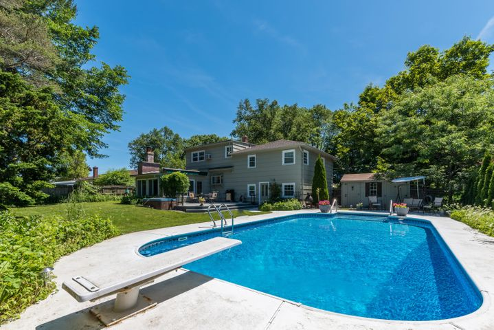 38 Rockland Dr, Pittsfield, MA 01201