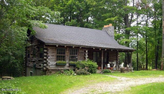 Rustic living close to Tanglewood, IS183 and Stockbridge Bowl