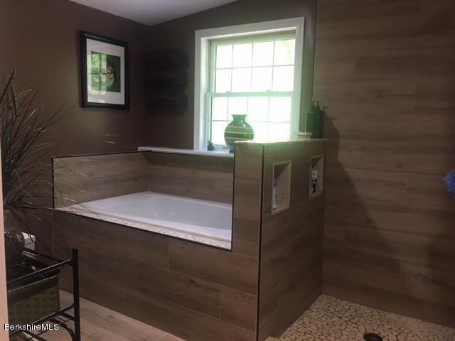 Up Soaker tub