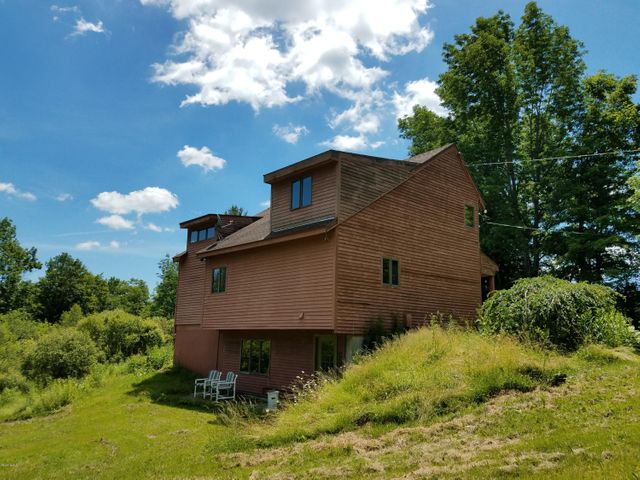 21 East Washington Rd, Hinsdale, MA 01235
