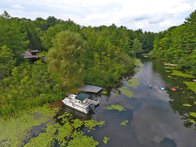 28 Lake Dr, Stockbridge, MA 01262