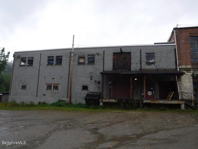 161 River Rd, Clarksburg, MA 01247