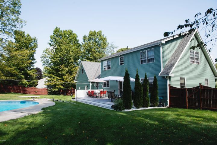 225 Mandalay Rd, Lee, MA 01238