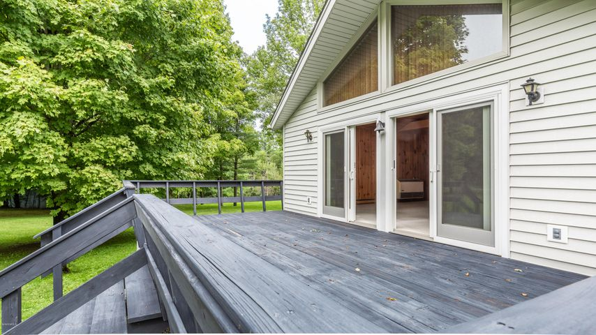 10 Smith Rd, West Stockbridge, MA 01266