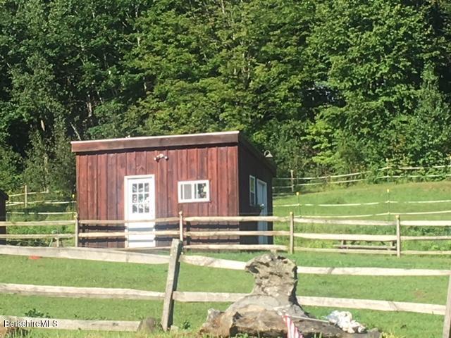 Tack room/shed