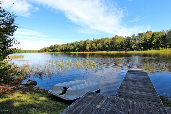 39 Long Bow Ln, Becket, MA 01223