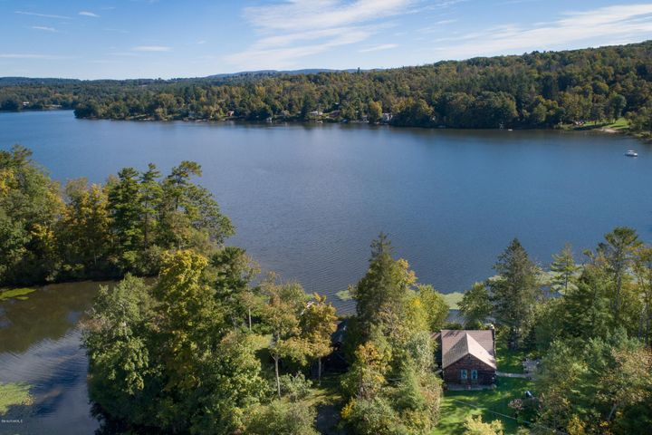 4 Cove Ln, Stockbridge, MA 01262