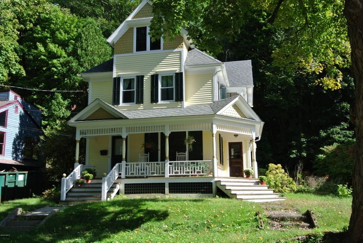 37 Grove St, Great Barrington, MA 01230
