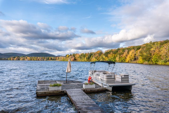 Private Dock and Frontage On Richmond Pond
