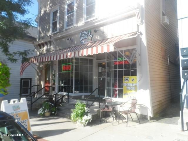 87 Main St, Lee, MA 01238