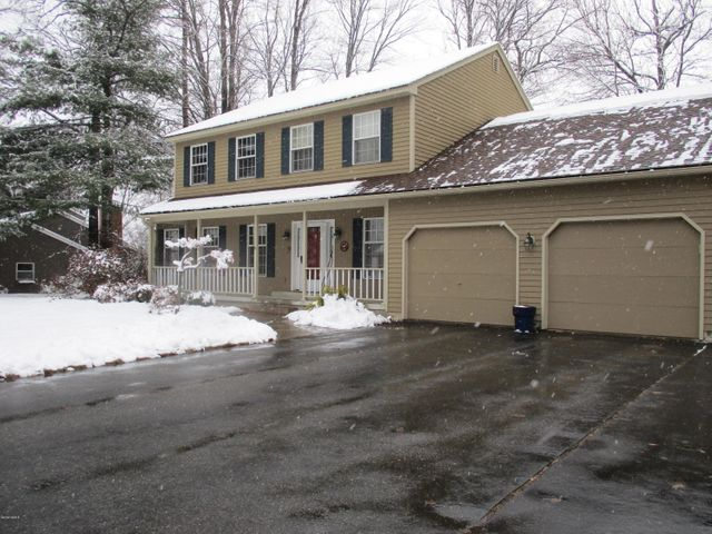23 Caratina Dr, Pittsfield, MA 01201
