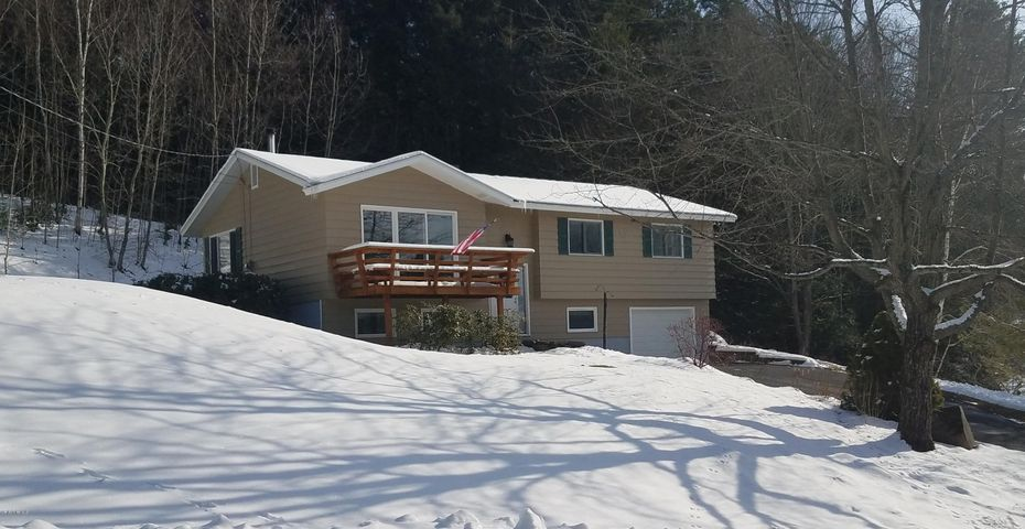 28 Maple Dr, Cheshire, MA 01225