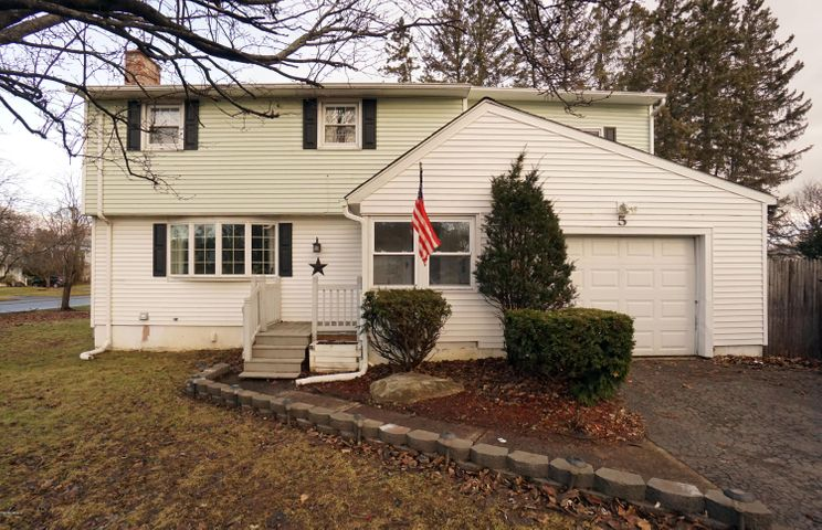 5 Sampson Pkwy, Pittsfield, MA 01201