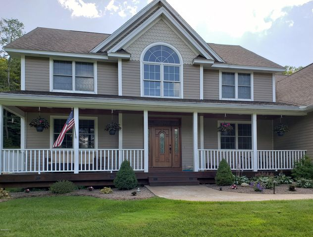 100 Lenore Dr, Hinsdale, MA 01235