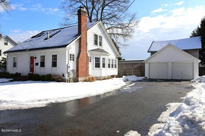 15 Manville St, Great Barrington, MA 01230