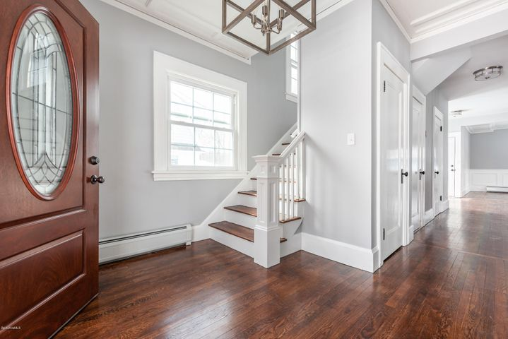 40 Mckinley Ter, Pittsfield, MA 01201