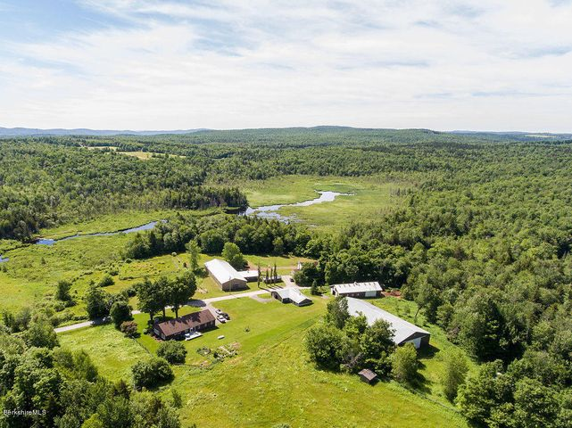 Beautiful property near Williamstown, North Adams, MassMOCA, Pittsfield and Northampton! Easy drive to all the good show circuits!