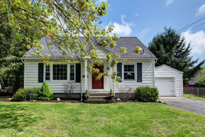 17 Leslie Dr, Pittsfield, MA 01201