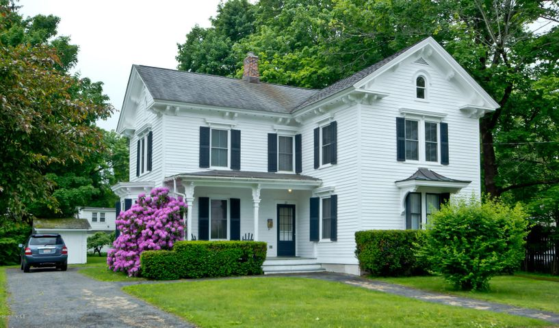 29 Mahaiwe St, Great Barrington, MA 01230