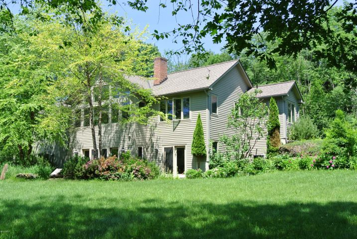 37 Glendale Rd, Stockbridge, MA 01262